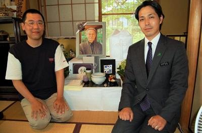 グローバルケアの葬儀をご利用いただいたお客様からの声:野村様(左)
